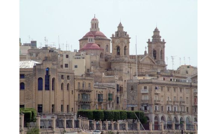 malta-cityscape-old-buildings-against-blue-sky