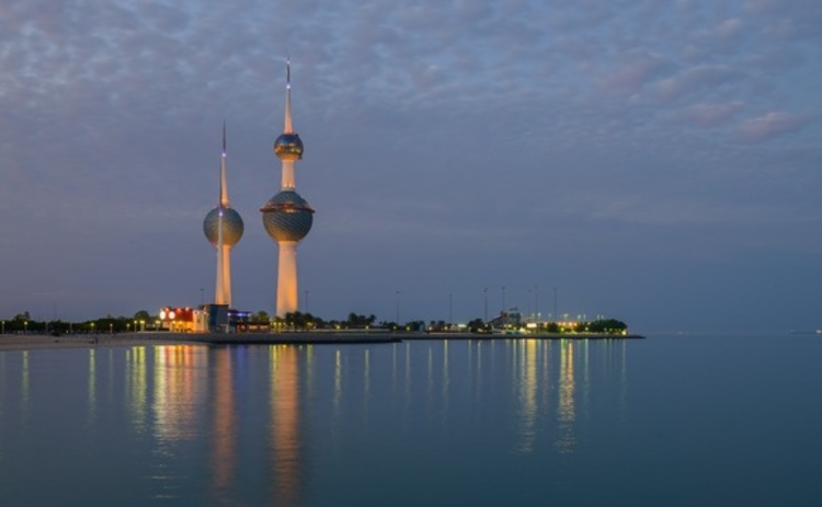 kuwait-towars-at-night