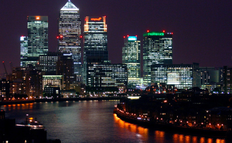 London's Canary Wharf at night